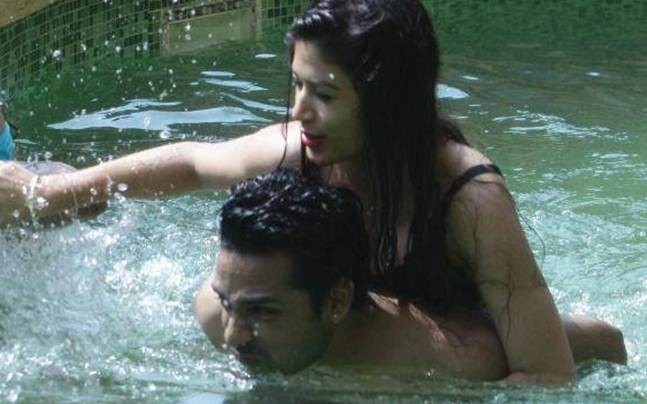 Bandgi's brother: With Arshi Khan hitting on Hiten to the Romance between Bnadgi and Puneesh.Bandgi's brother said some things about her relationship with Puneesh.