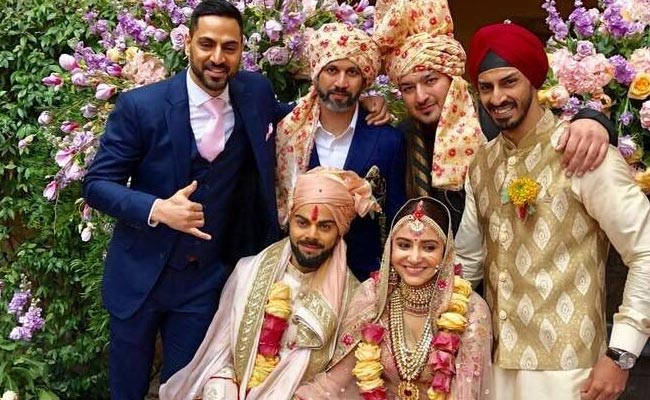Virat Kholi singing for his Bride