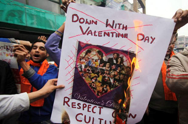 Bajrang Dal Morcha Against Valentines Day In Delhi. It's not the first time we are hearing about this. Bajrang Dal is always in news for their controversies. This year also Bajrang Dal is performing- Bajrang Dal Morcha Against Valentines Day.