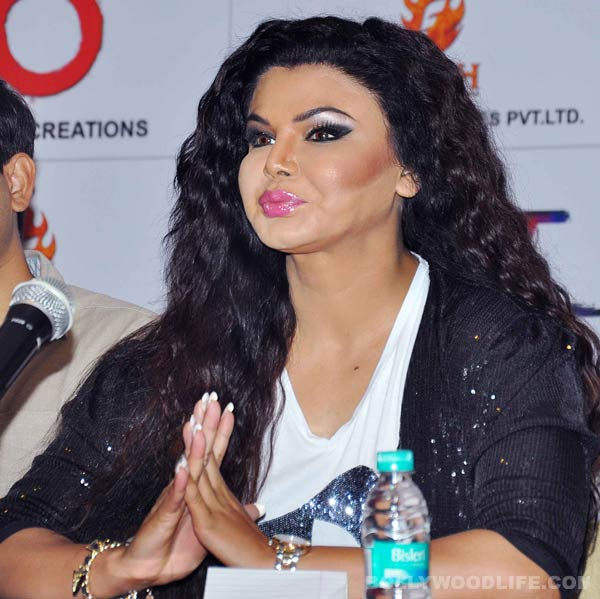 Sunny Leone ACCUSED by Rakhi Sawant of leaking her Contact Number in Adult Industry